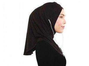 Adlina Anis Jadi Desainer Pertama Yang Rilis Jilbab Yang Earphone Friendly