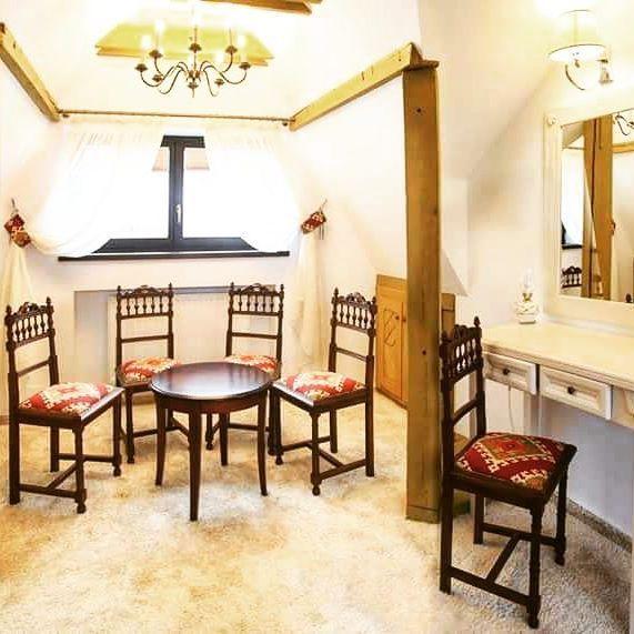 Tot din mansardă - locul în care savurăm ceașca plină de cafea aromată... #conaculbratescu #bran #attic #reverie #goodmorning
