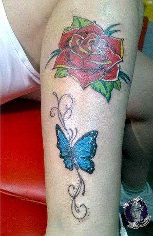 Tattoo Rosa Y Mariposa, 1 sección, Composición en proceso. Por : Juliana Ruiz. Tattoo Athenea.