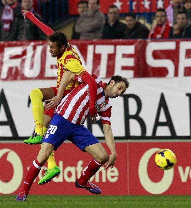 GRA257. MADRID, 11/01/2014.- El defensa del Atlético de Madrid Juan Francisco Torres (d) y el delantero del FC Barcelona Neymar da Silva, du...