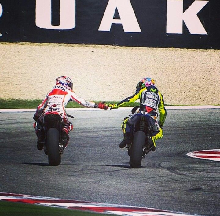 A show of respect from two great riders Marc Marquez and Valentino Rossi shake hands after Rossi WINS and marquez finishes 15th after crashing at Misano Marco simoncelli circuit 2014 great sportsmanship Honda yamaha 93 46 Master and the apprentice!
