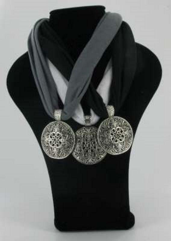 Sjaal ketting hanger rond zwart grijs wit