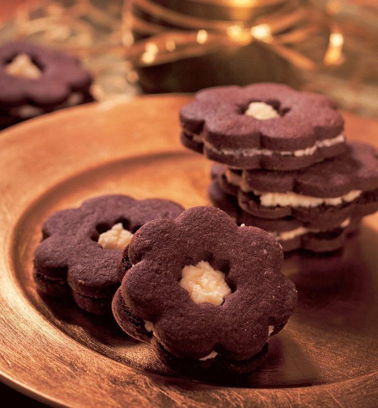Vyzkoušeno - Kakaové kytičky s koňakovým krémem (těsto bylo moc kakaové - snížit množství kakaa)