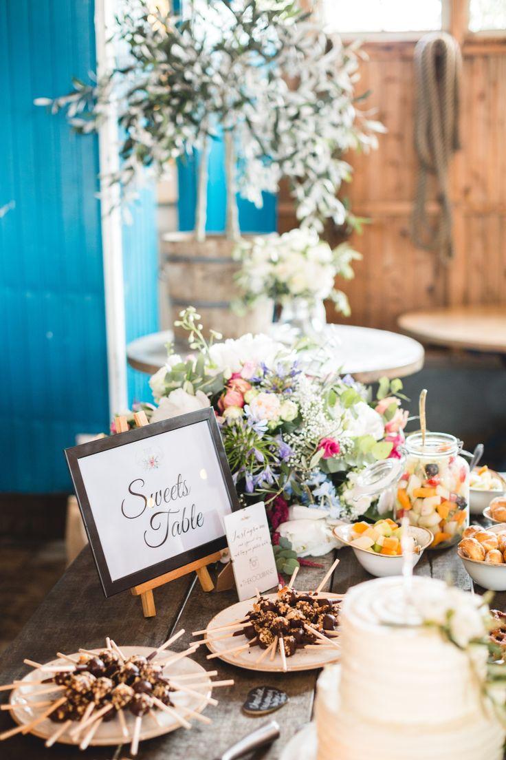 Pinterest Perfect internationale bruiloft bij de Kleine Melm in Soest. Bohemian, vintage en veel groen! Proud Mary als professioneel ceremoniemeester.