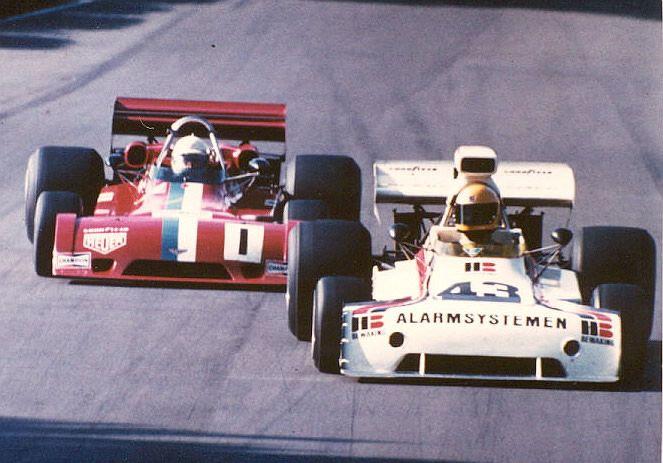 (43) Roelof Wunderink - Chevron B24 [24-73-04] Chevrolet V8 - Team HB Bewaking - (1) Teddy Pilette - Chevron B28 [28-74-01] Chevrolet V8 - Chevron Racing Team VDS - Mallory Park - 1974 Rothmans F5000 Championship, round 11