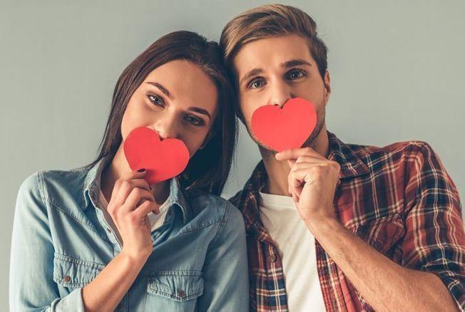 « Il n'y a pas d'amour, il n'y a que des preuves d'amour », selon le poète français Pierre Reverdy. Encore faut-il savoir les trouver ! On vous donne 10 idées de cadeaux romantiques à offrir à votre moitié pour que de vos sentiments elle ne doute jamais....