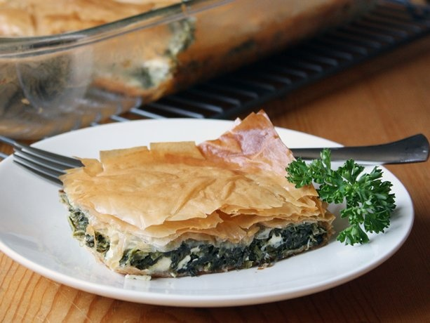 Crispy savory spanakopita a deliciously healthy for Phyllo dough recipes appetizers indian