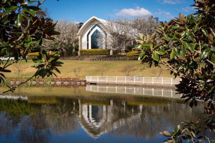 Hunter Valley Gardens wedding chapel. A lakeside setting for an idyllic Hunter Valley Wedding ceremony.