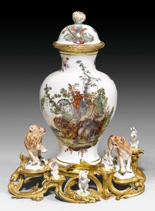 "KAMINGARNITUR ""AUX ANIMAUX"", Louis XV, das Porzellan aus der"