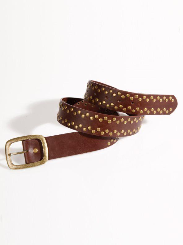 Cinturón mujer símil piel con tachuelas Realza tu silueta con este imprescindible cinturón que entallará elegantemente tu cintura. Cinturón elaborado en sua