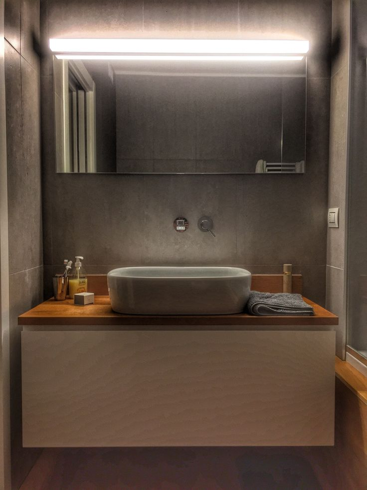 bathroom cabinet design by Davide Prandin, wall/ceiling luminaire by Moltoluce, top in natural oak and natural paints by Solas