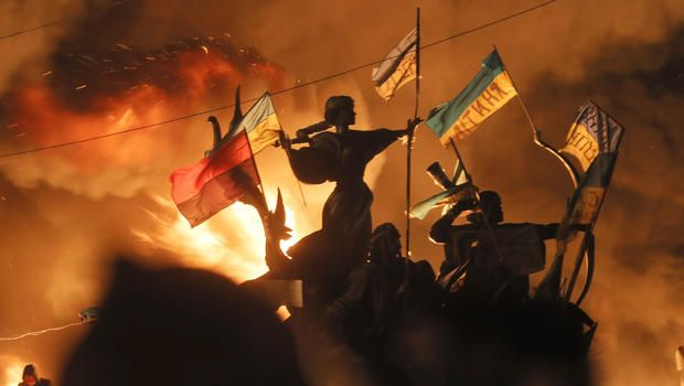 Ukraine protests: Riot police storm camps on protesters ...