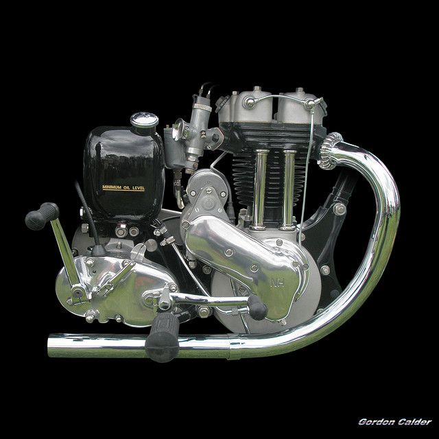 No 62: CLASSIC ARIEL RED HUNTER MOTORCYCLE ENGINE | by Gordon Calder