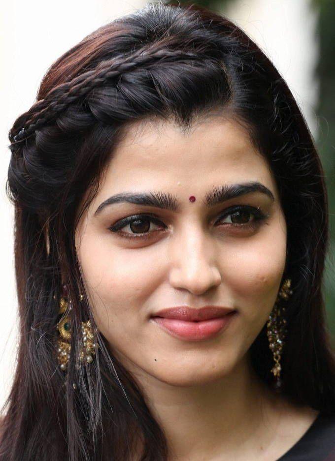 Indian Actress Sai Dhanshika Oily Face Closeup Smiling -4096