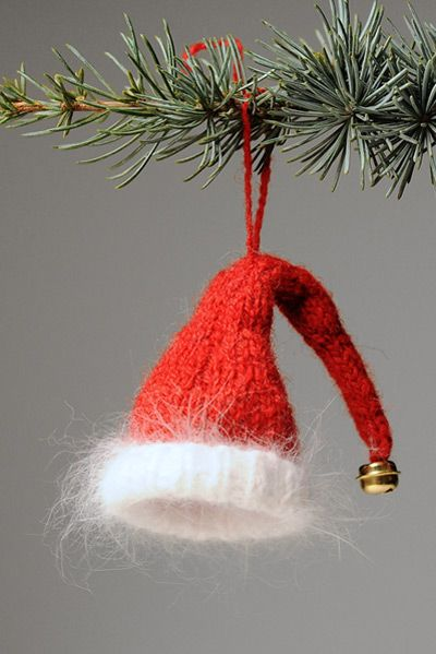 Knitting - a Santa Claus hat!