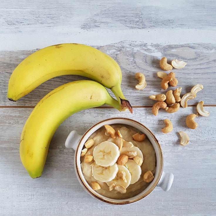 Trek in een stevig ontbijt? Deze griesmeelpap met banaan en hazelnoten vult goed. De banaan maakt het lekker zoet & de noten zorgen voor een lekkere crunch.