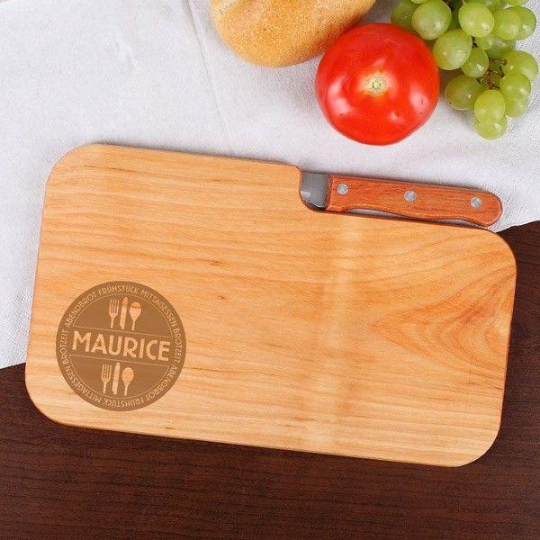 Holzbrett mit integrierten Messer und Gravur
