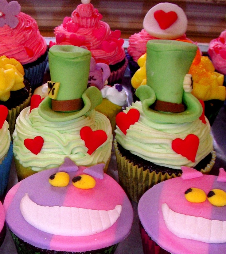 Alice in Wonderland Cupcakes... Awesome!