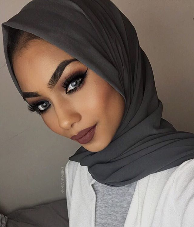 Grey Hijab from @voilechic Lenses from @nadalenses_q8