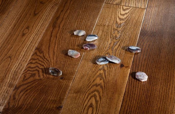 Parchet Frasin Agate. Parchet Masiv Barlinek. La baza producerii parchetului masiv comercializat de noi sta lemnul masiv. Oferim o varietate de esente parchet masiv, cele obisnuite: fag, cires, frasin, nuc, stejar dar si esente parchet masiv exotic.