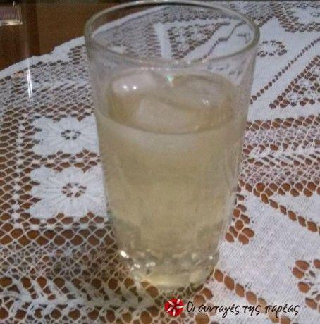 Παγωμένο ρόφημα (κρύο τσάι) με λεμόνι, μελισσόχορτο και λεμονοθύμαρο.