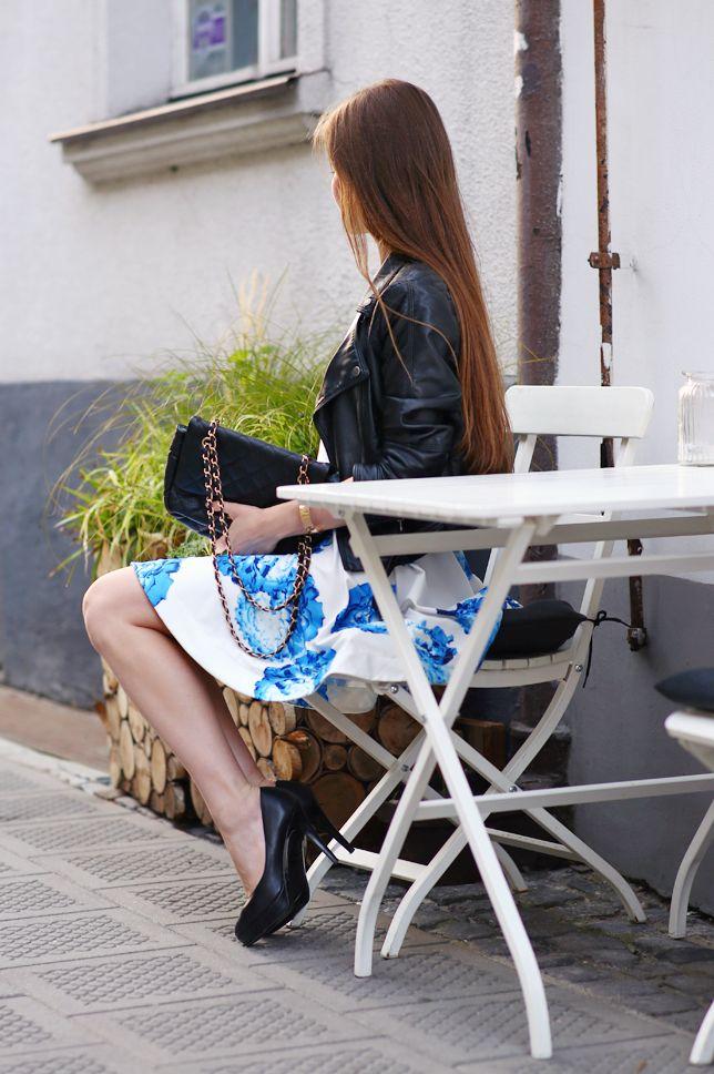 Biala Sukienka W Kwiaty Skorzana Kurtka I Pikowana Torebka Na Lancuszku Ari Maj Personal Blog By Ariadna In 2021 Fashion Blog Fashion Pretty Pictures