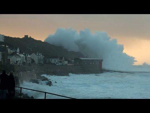 Vreme extremă în Marea Britanie, vânt de 150 de km/h