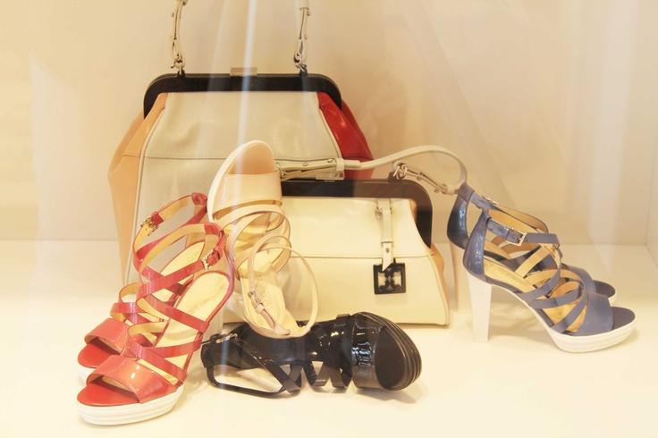 Nuova vetrina Luxury store  #sandalo #donna #fibbia #borsa #bicolore #polignano #puglia