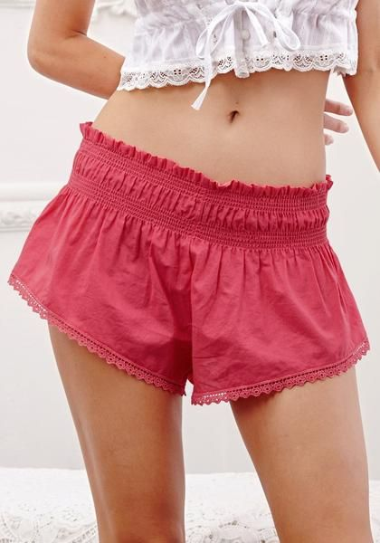 Summer Style // Create a sweet summer outfit with this cute pink lace hem shorts.