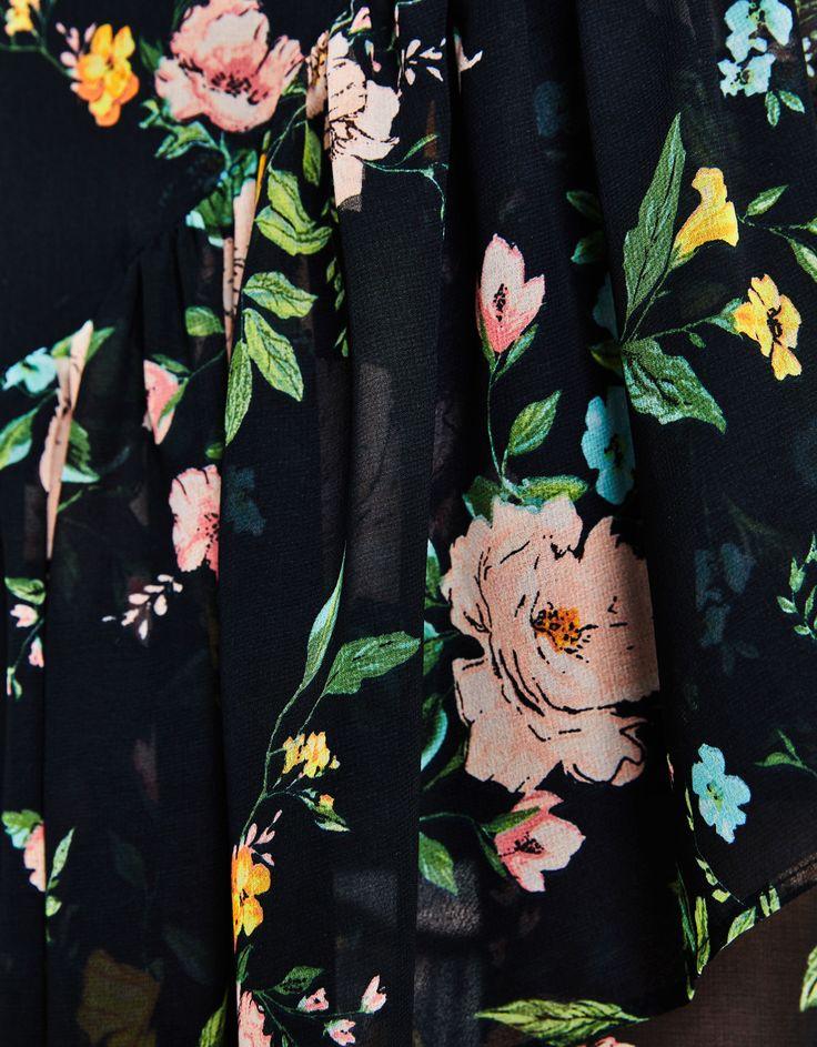 Falda asimétrica volantes. Descubre ésta y muchas otras prendas en Bershka con nuevos productos cada semana