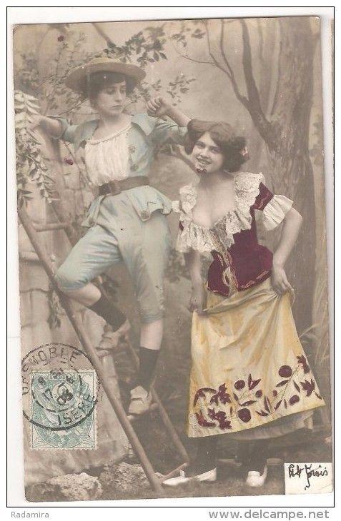 "Carte Postale Ancienne ""Filles dans le jardin. Bonjour!"" France."