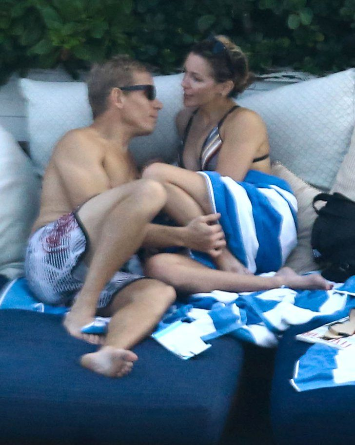 Pin for Later: Katie Cassidy and Her New Boyfriend Pack on the PDA in Miami