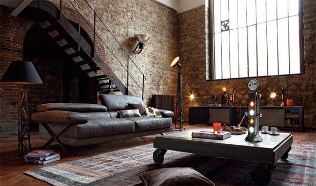 ローテーブルとブラックでまとめられたリビングです。石の壁に隠れ家っぽい雰囲気がありますが、照明を抑えたり、ファブリックなどで温もりのある空間を演出しています。