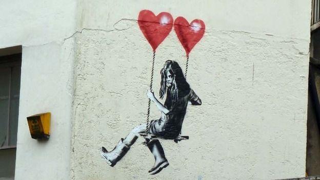 #street_art #streetart #street_art #noir _et_blanc #bw #nb #coeur #rêve #pinceau #homme #enfant #balançoire #pochoir #black_and_white #banksy #heart #dream #children #artist #noipic