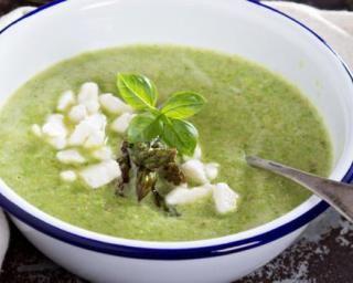 Soupe light de cresson au fromage frais : http://www.fourchette-et-bikini.fr/recettes/recettes-minceur/soupe-light-de-cresson-au-fromage-frais.html