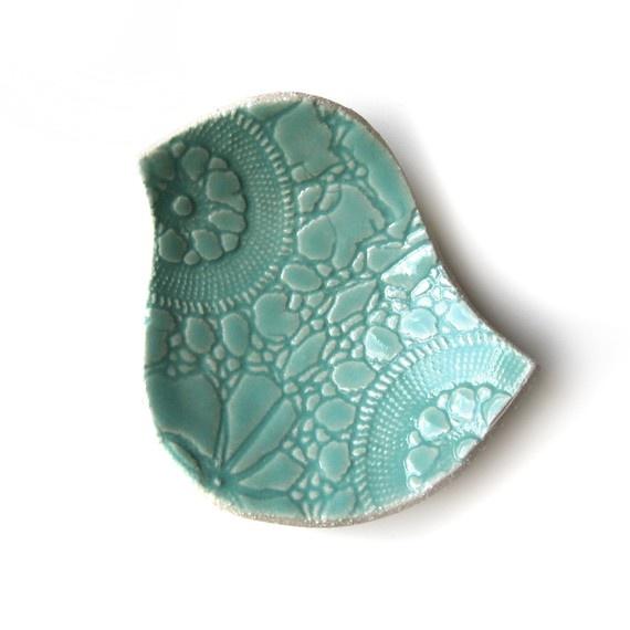 <3<3<3<3<3: Birdi Plates, Ceramic Birds, Ceramics Birds, Little Birds, Copper Rings, Pretty Birds, Birds Bowls, Turquoise Birds, Soaps Dishes