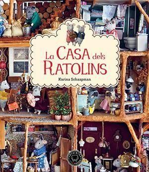 TÍTOL: La Casa dels ratolins. AUTOR: Karina SCHAAPMAN. EDITORIAL: Blackie Books. Endinsa't en el món en miniatura de la Casa dels Ratolins, una casa que no s'assembla a cap altra! Acompanya'ls a descobrir un amagatall secret, a donar la benvinguda a un ratolí encantador a qui anomenen «el drapaire», i a fer creps delicioses... Descobrim un lloc ideal per viure: entre l'espai de joc i descoberta i la seguretat de la llar...