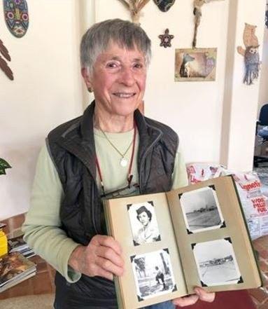 Helen Grace James es expulsada del ejército ante la sospecha de que es lesbiana. Si en los años sesenta consigue que le eliminen de su historial el alta con deshonor, sesenta y dos años después y tras demandar a las Fuerzas Aéreas, consigue la restitución plena de sus derechos como veterana.