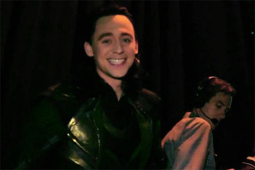 SDCC behind the scenes Loki *gif* omg that smile of his *swoon*