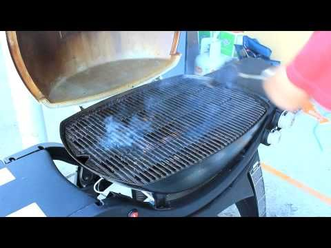 http://www.amazonoutdoors.com.au/blog/n/how-to-clean-a-weber-q-grill-part-2-140624 In this video Daniel from Amazon Outdoors shows you the best way to clean a Weber Q Grill. Click here for more info and pricing on a Weber Grill Brush http://www.amazonoutdoors.com.au/shop/p/weber-3-sided-grill-brush  Click here for more info on the Weber Q in this video http://www.amazonoutdoors.com.au/shop/p/weber-family-q320eau-lpg