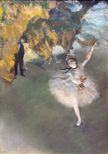 Cette peinture est par l'artiste français, Edgar Degas. Il est aussi un peintre impressionniste, mais préfère être un réaliste. Cette peinture est appelée L'Etoile.