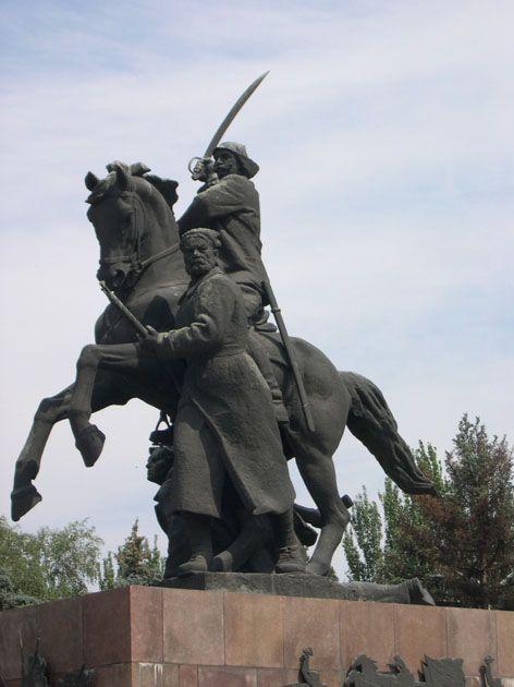 Семён Михайлович Будённый скакал на рыжем кобыле