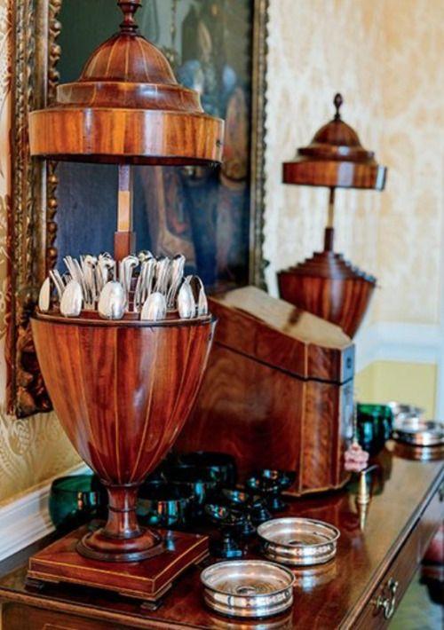 Omg I want that cutlery urn!!!!!