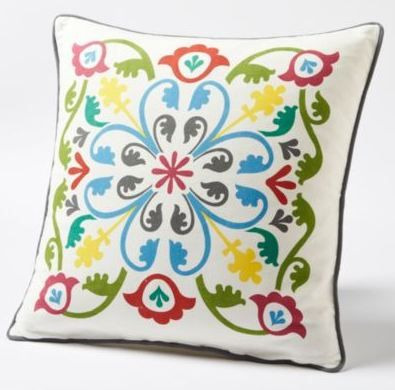 How beautiful is this patterned cotton pillow? It's waterproof too!