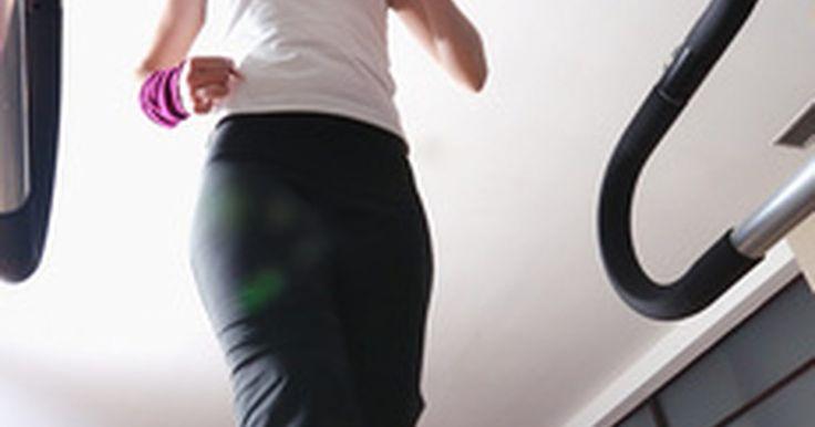 Como medir a distância percorrida na esteira. Calcular a distância percorrida durante um treino é essencial para desenvolver uma rotina de exercícios, especialmente ao usar uma esteira. A maioria desses equipamentos disponíveis no mercado vem com um medidor de distância que lhe informa o quanto você percorreu, juntamente com o número de calorias queimadas e o ritmo do seu exercício. Se a sua ...
