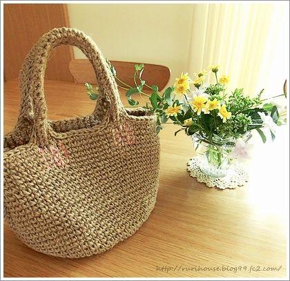 春夏にかけて重宝するかごバッグ♡ 100均の荷造り用の麻ひもでもカワイイかごバッグが編めちゃうんです☆ 今回は手編みかごバッグの素敵なアイデアをご紹介します♪