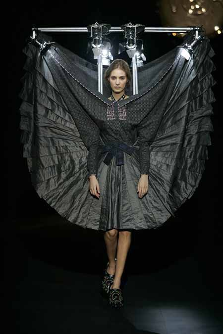 1000 images about victor rolf on pinterest fall 2015 sculptural fashion and runway. Black Bedroom Furniture Sets. Home Design Ideas