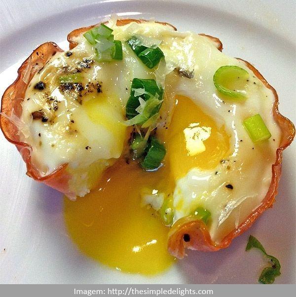 Ovos assados na cestinha de peito de peru. | 15 receitas que vão te convencer a ir para a cozinha no fim de semana