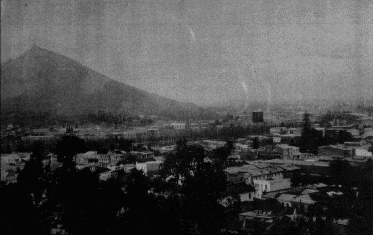 Vista de Santiago, sector de Bellavista desde el Cerro Santa Lucia. View of Santiago de Chile, Bellavista sector from the Santa Lucia hill. Ca. 1915