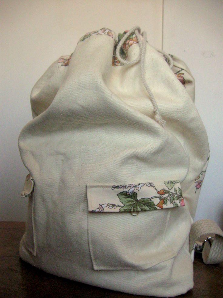 totalnie jasny z akcentem kwiatowym ściągany na sznurek z zatrzaskiem  #bag #plecak #zet www.facebook.com/szycie.zet